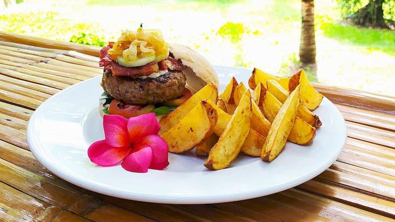 Coraya Burger with wedges